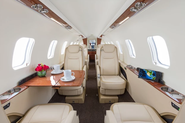1 фото салон 4 - Bombardier Learjet 75