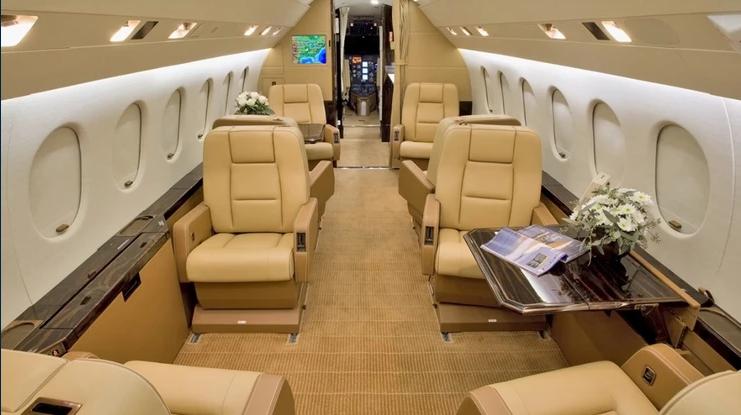 2019 05 06 05 11 05 - Dassault Falcon 2000