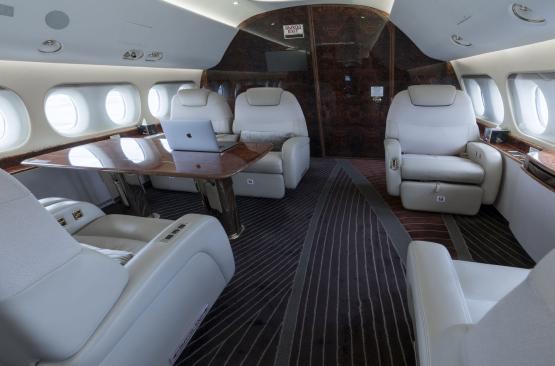 Rectangle 631 1 - Bombardier Global 5000