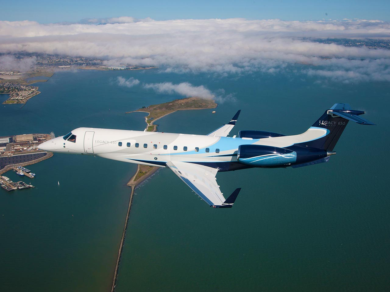 embraer legacy 600 650 exterior - Falcon 900